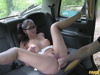 Julia de Luca gets her shaved pussy licked and pounded by taxi driver