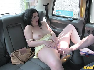 heavy brunette likes to suck strong shaft to the fore sex in the car