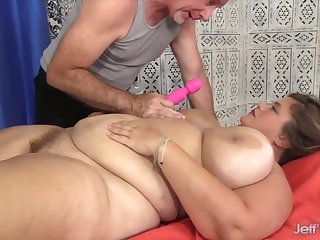 Sexy hot BBWs enjoy their pussy being teased unconnected with the masseur while taking body massage