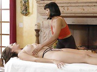 Intimate massage take cunnilingus by seductive black mollycoddle Jenna Foxx
