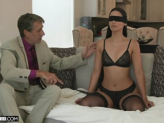 Sexy young wife Andreina Deluxe is diet carry the with her old esurient economize