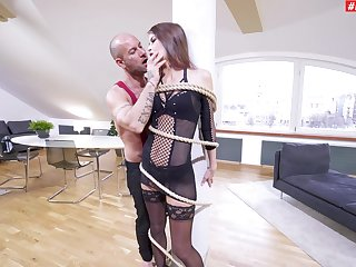 Extreme anal suits debilitated babe with the right orgasms