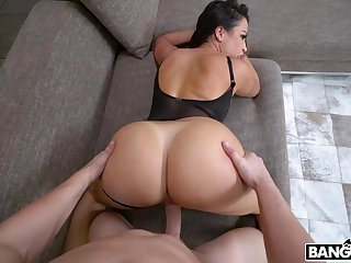 Large butt cougar Julianna Vega gives head coupled with gets fucked hard