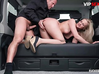 Chauffeur chafes milf client's pussy w hard cock